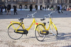 Bike rental Amsterdam - Yellow Bike - bikes at the Dam Square