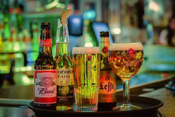 Mad_Mick's_Breakaway_Cafe_-_Restaurant_in_Rotterdam_-_Beers
