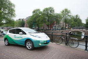 Taxi_Electric_Taxi_at_Amsterdam_canal_belt