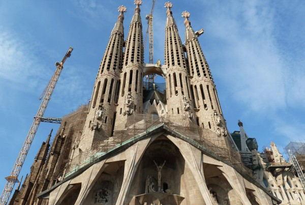 Barcelona_-_La_Sagrada_Familia_-_facade