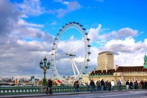 London_Hop-on_Hop-off_Bus_Tour_-_The_London_Eye