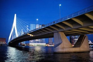 Rotterdam_Erasmus_Bridge_by_night
