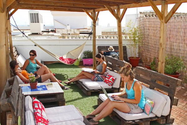 Cadiz_Inn_Backpackers_-_Lounge