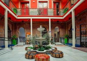 Cat's_Hostel_-_Lounge