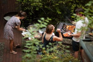 EastSeven_Berlin_Hostel_-_BBQ_in_GArden