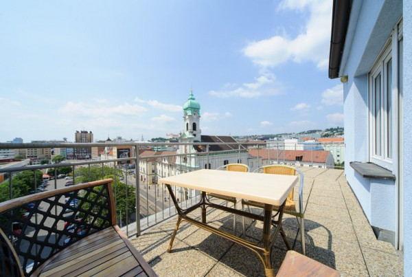 Hostel_Blues_-_Roof_Terrace