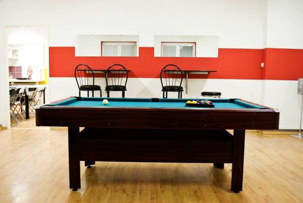 Nitra_Glycerin_Hostel_-_Pool_table