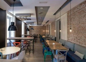 U_Hostels_-_Dining Area