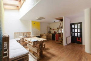 Eco_Hostel_Republik_-_Common_room