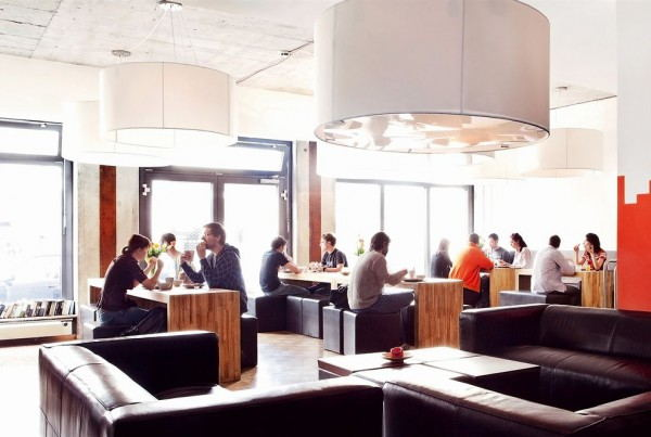 Five Elements Hostel Frankfurt - Dining area