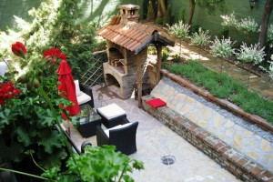 Hedonist_Hostel_-_garden