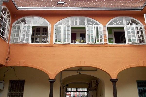 Hostel_Na_Putu_-_Building