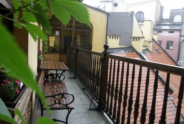 Intro_Hostel_-_balcony