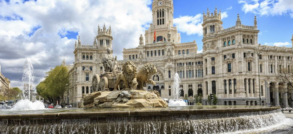 cibeles-square-madrid-1436608128-dhrB