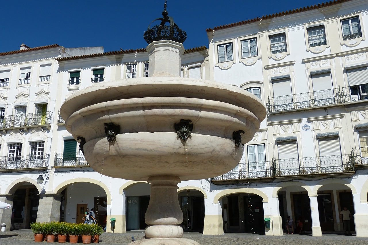 Off The Beaten Track: 7 Reasons To Visit Evora